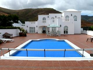 4 Bed Villa For Sale in Tabayesco