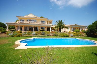 Beachside Algarve Villa For Sale In Gale Albufeira