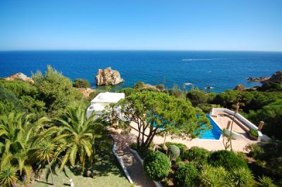 Sea Front Villa With Annexe In Albufeira Algarve