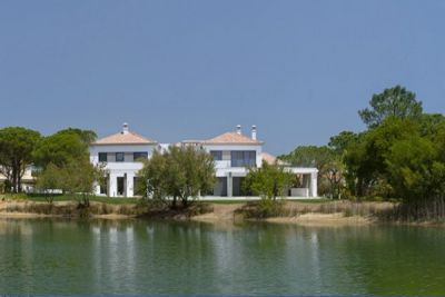 New Contemporary Quinta do Lago Villa Bordering Lake