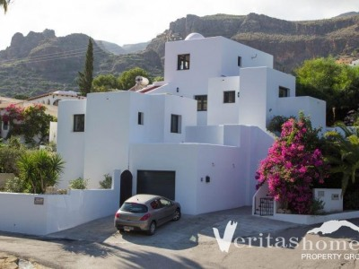 5 Bed Villa For Sale in Mojacar