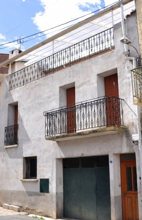 Village House With 3 Bedrooms, Garage And Terrace With Views, Near Restaurants And The River.