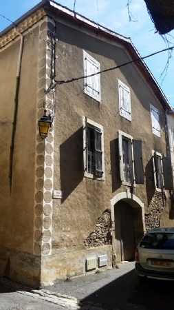 Apartment Of 88 m2 Of Living Space In A Pretty Stone House In A Hamlet Well Known For Its Wine!
