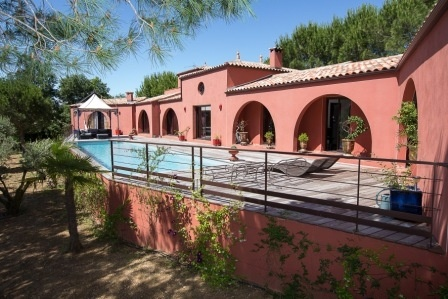 Luxury Villa With 250 m2 Of Living Space On A Landscaped 2000 m2 Garden With 16 X 4 Meter Pool.