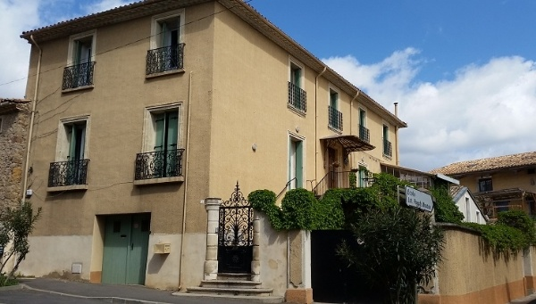 Renovated Maison De Maitre With 310 m2 Of Living Space, Garage, Terrace And Courtyard.