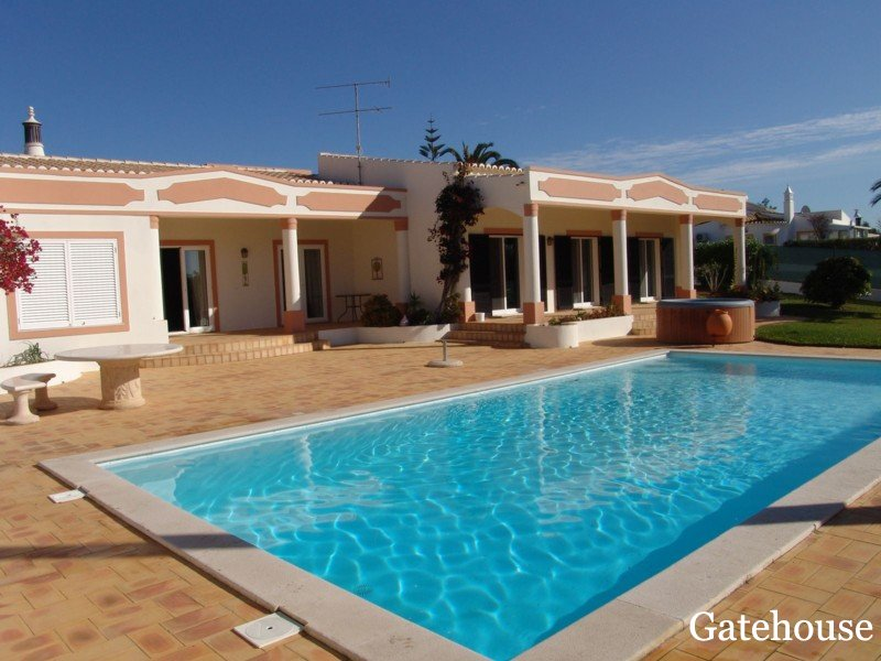 Lagoa Spacious Villa Close to Beach For Sale in Algarve