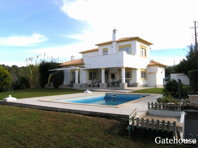 Goldra 3 Bedrooms Villa For Sale in Algarve