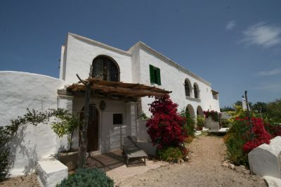 Amazing 300 year old finca with 3 guest houses and views over the countryside